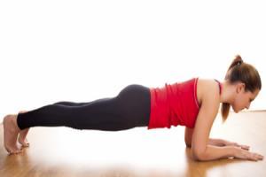 olahraga mengecilkan perut dengan elbow plank