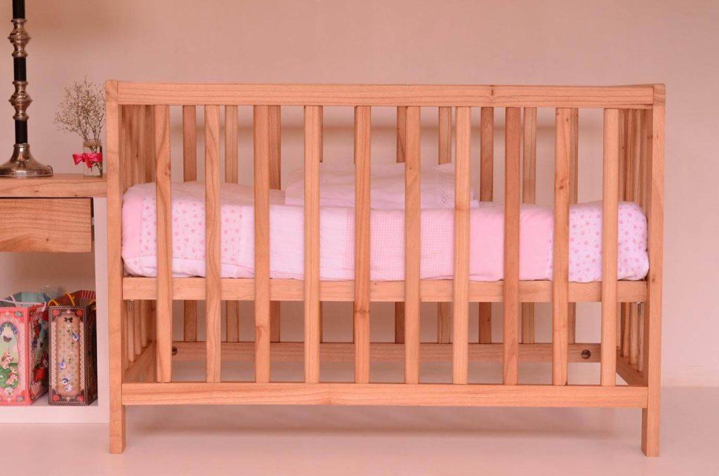 tempat tidur bayi aman